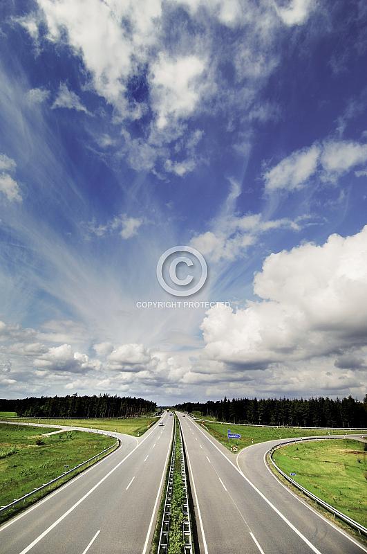 A 31 mit Wolkenhimmel