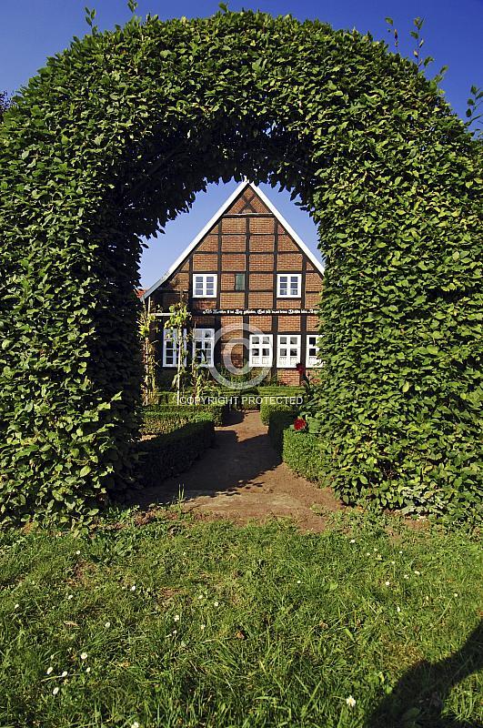 Fachwerkhaus an der Mersmühle mit Bauerngarten