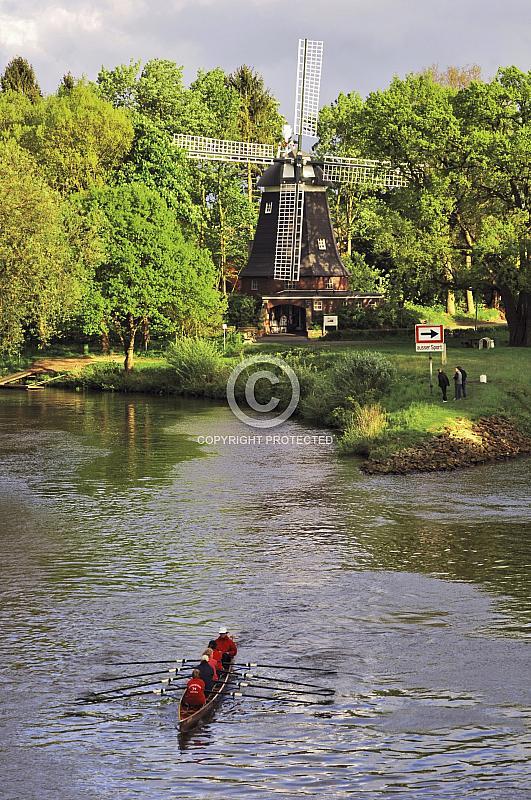 Höltingmühle mit Ruderboot