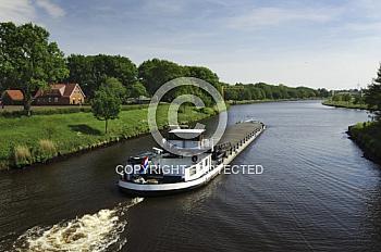 Binnenschiff auf Dortmund-Ems-Kanal