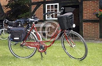 Fahrrad vor Fachwerkhaus