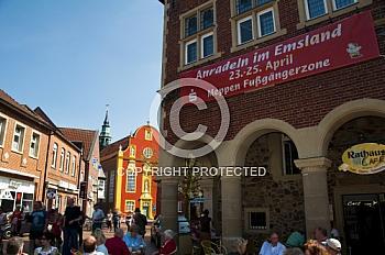 Historisches Rathaus in Meppen mit Banner