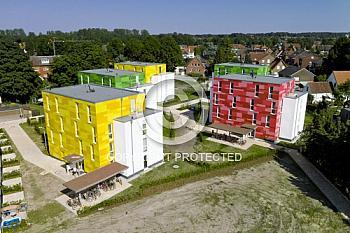 Luftaufnahme bunter Studentenwohnheime in Lingen