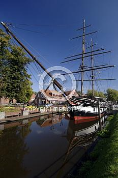 Friederike von Papenburg auf Kanal