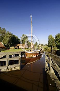 Von-Velen-Anlage in Papenburg mit Schleuse