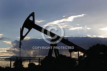 Silhouette einer Ölpumpe