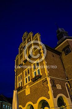 Nachtaufnahme des Rathauses Meppen