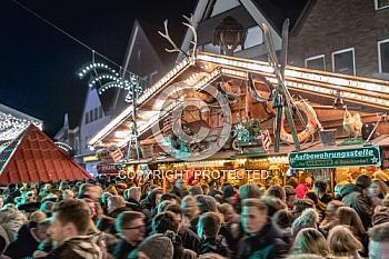 Glühweinstand auf Weihnachtsmarkt in Meppen