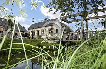 Kirche zu Venhaus mit Hubbrücke