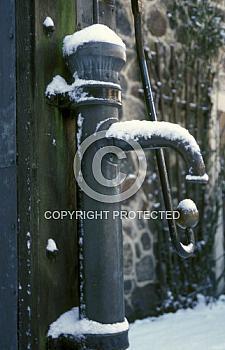 Wasserpumpe im Schnee