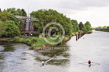 Höltingmühle mit Kanufahrern auf Dortmund-Ems-Kanal