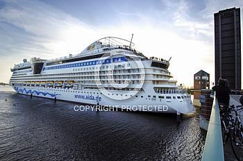 Schiffsüberführung der Aida Diva auf der Ems