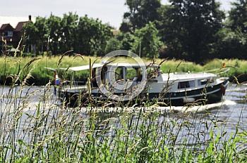 Motorboot auf Ems bei Haren