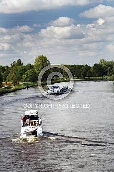 Motorboot auf Ems
