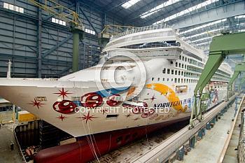 Kreuzfahrtschiff Norwegian Pearl in der Meyer Werft
