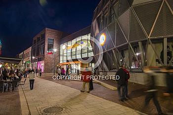 Einkaufzentrum MEP bei Nacht