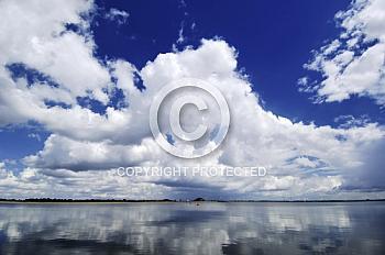 Wolkenhimmel über dem geester Speicherbecken