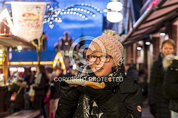 Kind auf dem Weihnachtsmarkt Meppen