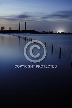 Überflutete Emslandschaft zur blauen Stunde