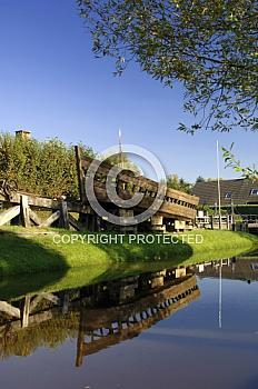 Historisches Schiff am Kanal in Papenburg