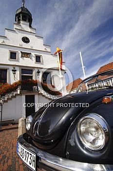 Rathaus in Lingen mit Auto